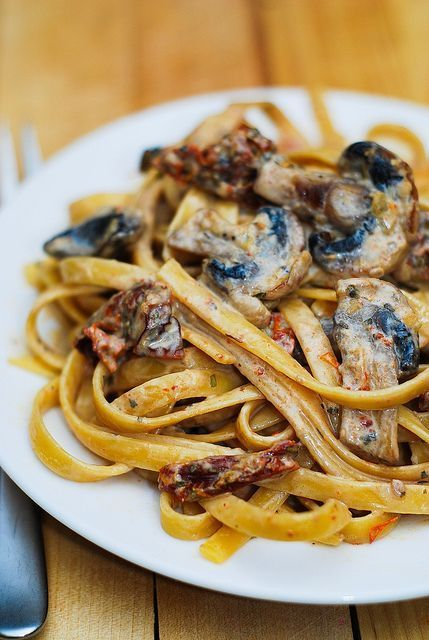 Creamy sun-dried tomato and mushroom pasta - your perfect Meatless Monday recipe...