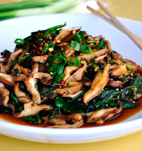 Sautéed Mushrooms & Spinach with Spicy Garlic Sauce. This is surprisingly delic...