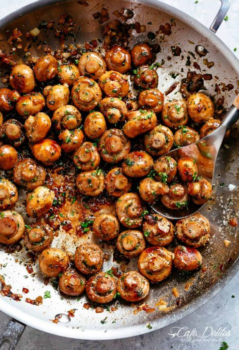 Buttery Garlic Mushrooms with a flavour twist! The herbgarlic buttersauce is...